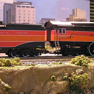 MY NEW LIONEL GS-4 DAYLIGHT LOCOMOTIVE!